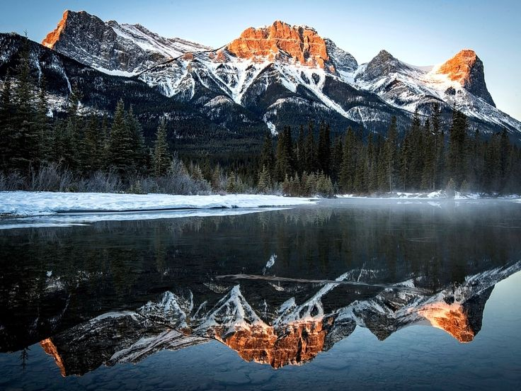 Majestic mirror canmore mountains canmore banff for Banff national park cabin rentals