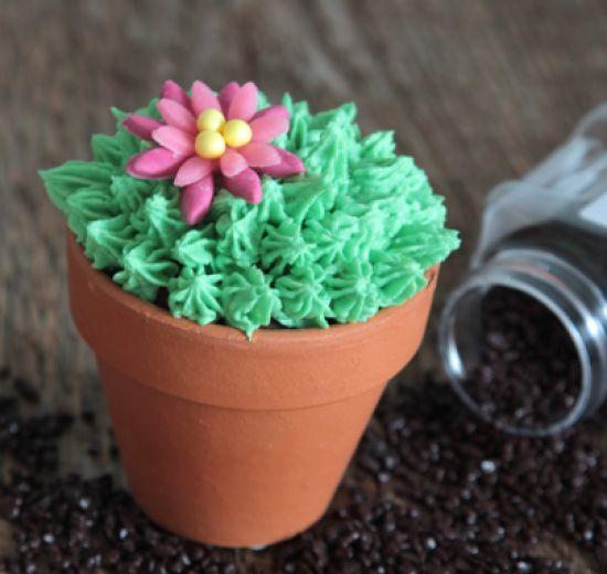 Deze #cactus #cupcake is prikkelend lekker! Kijk voor het #recept op: http://www.oetker.nl/nl-nl/recept/r/cactus-cupcakes.html