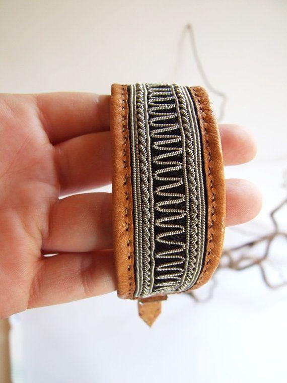 Swedish Reindeer Sami Bracelet // Brown leather by tiendanordica