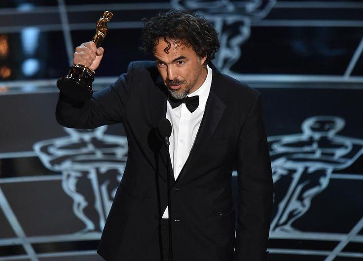"""Oscar-Verleihung: """"Birdman"""" räumt ab - """"Birdman""""-Regisseur Iñárritu mit einem seiner drei Oscars. - n-tv 23. Februar"""