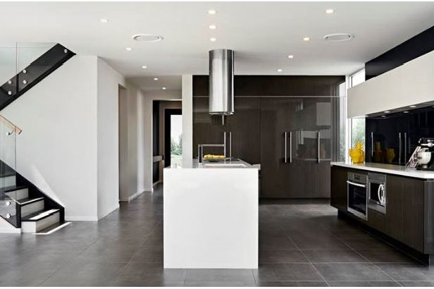 The Benham from @rawsonhomes combines sublime contours and architectural lines into a fusion that is worthy of celebration. At first glance this home will intrigue and delight as it reveals its dominant open living areas along with this #kitchendesign For more pictures visit discoverhomeworld.com.au