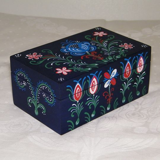 Hand painted wooden box for jewelleries, candies or fancy articles. ~ 14 cm x 9 cm x 7 cm
