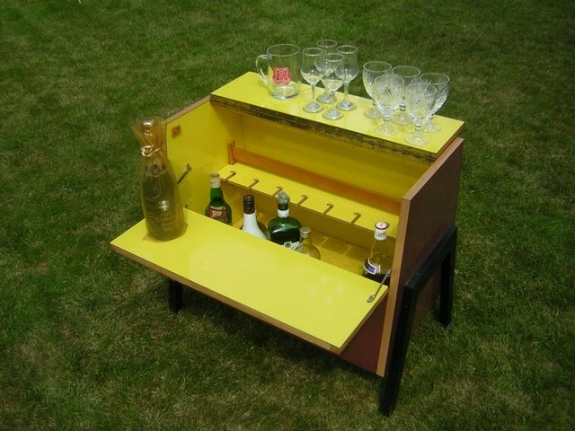 Cocktails-a-go-go - a #vintage portable  cocktail cabinet for Pina Colada in the open air!