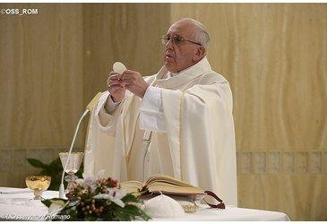 Homilía del Papa: en la Iglesia, aún hay resistencias al Espíritu, pero Él vence