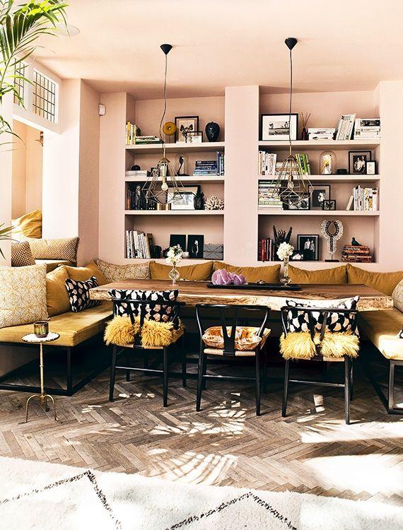 Etnische vibes in Amsterdam - Residence. De bank en tafel werden op maat gemaakt door David Rijks van designedbydavid.com en gecombineerd met Wishbone chairs van Hans Wegner. Op de muur Calamine van Farrow & Ball gecombineerd met een gele stof van Casamance.