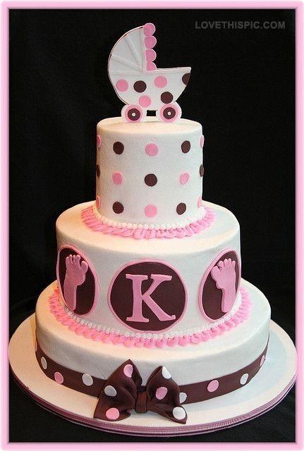 Torta clásica de lunares. La combinación de colores marrones y pasteles se ven a menudo en los artículos de bebés.