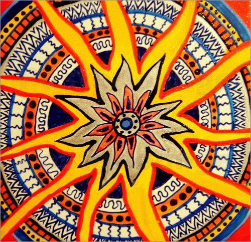 Die Traditionen und Bräuche von Indianer und auch anderen Ureinwohnern  sind vielen Nachkommen heute noch geläufig. Vor allem die bunten Muster nordamerikanischer Ureinwohner sind zum Beispiel als Kunstposter sehr beliebt.