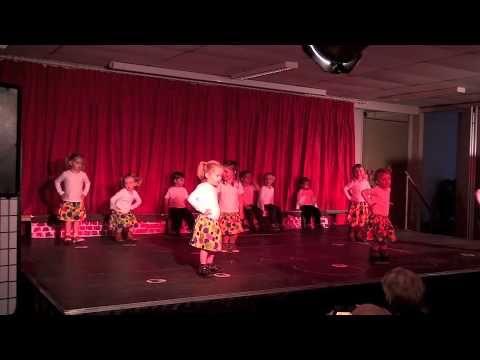 Grootoudersfeest 2012 optreden K1 en peuters