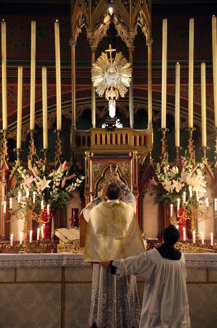 Missa coram Sanctissimo Sacramento. Messe de reposition et fin des Quarante-Heures ce matin à Saint-Eugène.