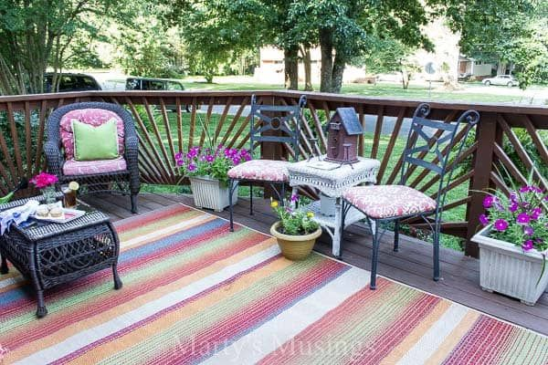 32 On A Budget Garden Makeover Ideas To Try With Images Deck Decorating Deck Decorating Ideas On A Budget Patio Decor