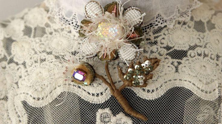 Купить Брошь Цветок с бутоном Каркасная вышивка. Кристаллы Сваровски - комбинированный, брошь, цветок