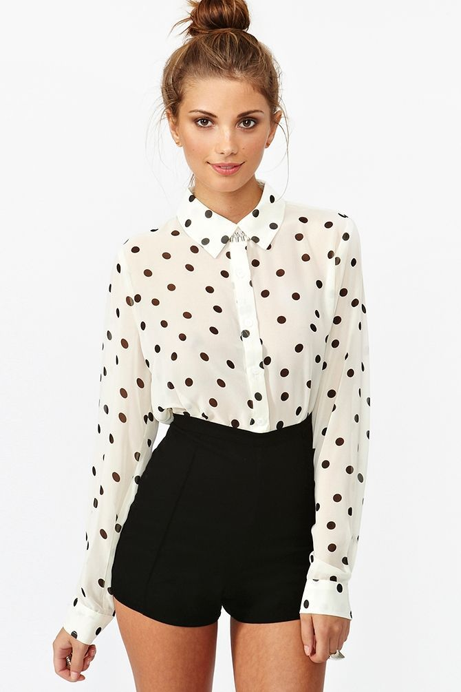 I adore this, such a cute top with the high waiste
