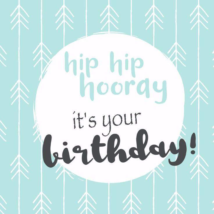 Verjaardagskaart met grafisch design met de leuke tekst hip hip hooray, verkrijgbaar bij #kaartje2go voor €1,99