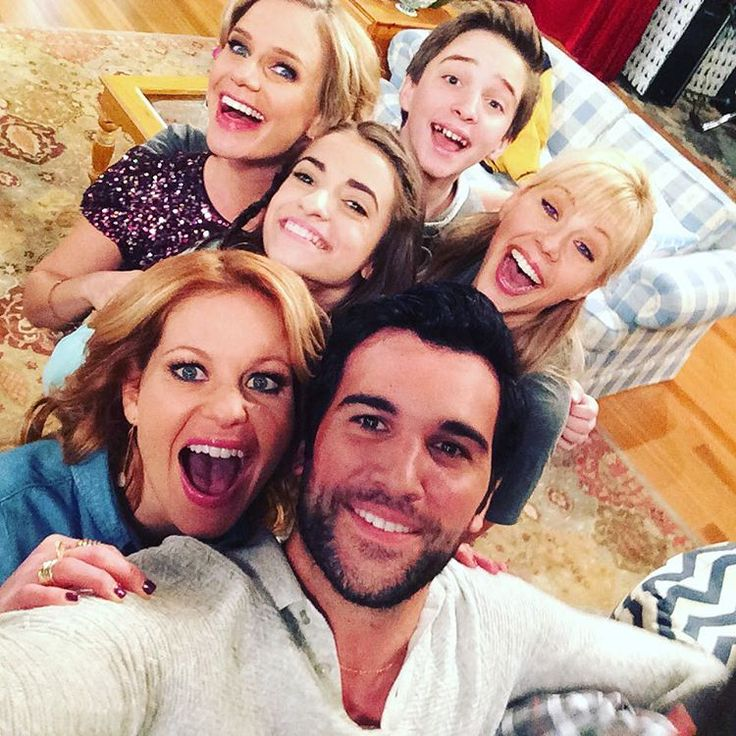 Andrea Barber, Michael Campion, Soni Nicole Bringas, Jodie Sweetin, Candace Cameron Bure, and Juan Pablo Di Pace