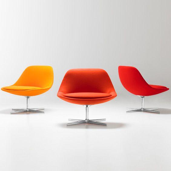 """Pour l'éditeur Bernhardt Design, le designer Noé Duchaufour-Lawrance a dessiné la chaise """"Chiara"""", une assise accueillante et colorée."""