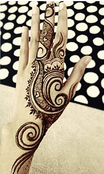 Wow. This bold design demands attention. Gorgeous henna design 2015 - Henna Artist?