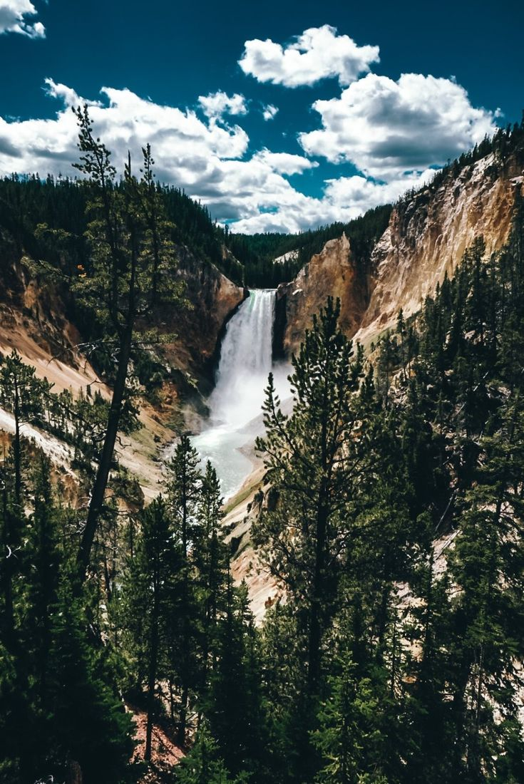 3-Day Yellowstone Itinerary - Can You Do It? • Amanda Wanders American National Parks, National Parks Usa, Places To Travel, Places To Go, Lamar Valley, Beautiful Park, Beautiful Places, Old Faithful, To Infinity And Beyond