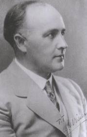 Andries Gerhardus Visser (A.G. Visser) ( 1878-1929). Hy is gebore in 'n tent onder 'n peerboom.  Studeer as geneesheer in Edinburg. Wen 2 x die Hertzogprys vir letterkunde.