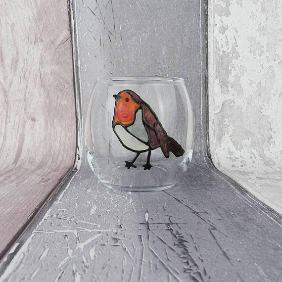 These hand painted tea light holders are available in a selection of animal designs, including: robin red breast birds and Emperor penguins. This would make a great gift for anyone who is a lover of birds, robins, penguins or is a fan of birds (birder) for their birthday or Christmas.