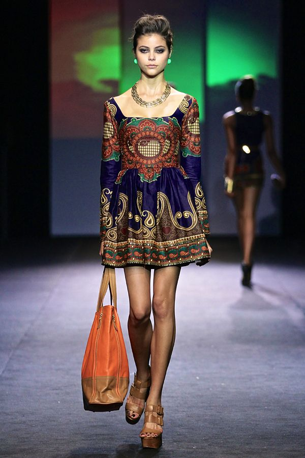 Taibo Bacar: 2012 Africa Fashion Week || Photo Credits: © SDR, Simon Denier..... This print makes me smile s pretty