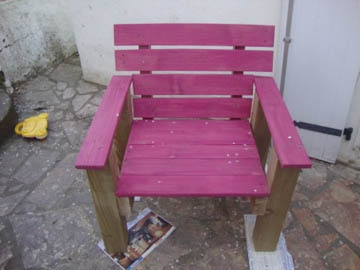 Pallet armchair #palletPallets Armchairs, Pink Chairs, Pallets Ideas, Patios, Lawns Chairs, Buildings Materials, Wood Pallets, Armchairs Pallets, Pallets Projects