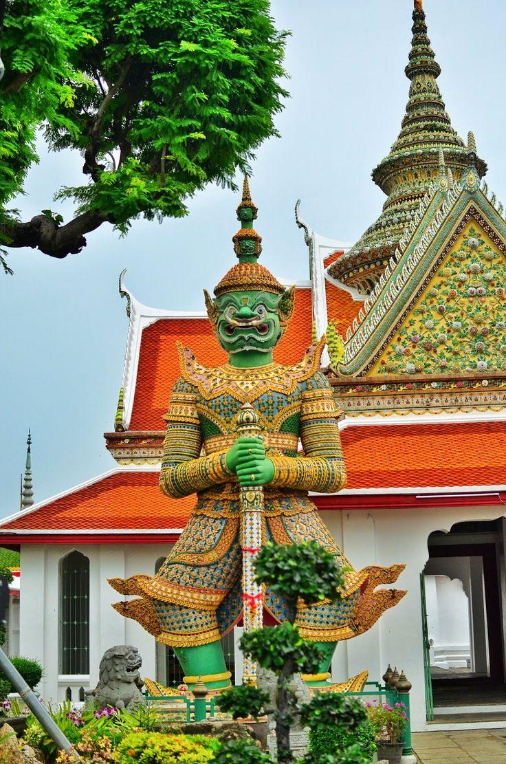 Wat Arun, Bangkok http://www.bilinmeyenrota.com/2014/11/wat-arun-bangkok.html