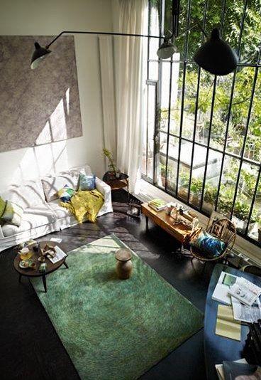 More space with Avis de Travaux / Living room with industrial windows / Salon avec une verrière