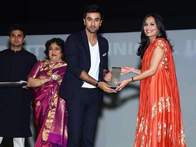 Soundarya honoured for Technical Innovation in Film http://www.ndtv.com/video/player/news/soundarya-honoured-for-technical-innovation-in-film/319229?curl=1411644518