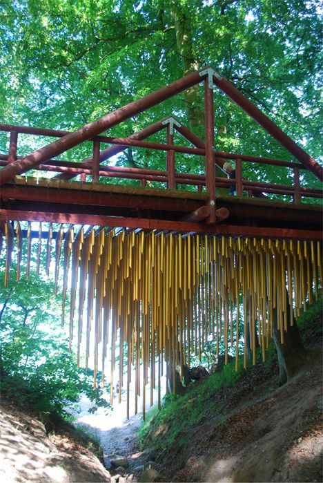 'Chimecco' by Mark Nixon is a giant windchime, a kinetic scultpure attached to the underside of a bridge. Here is the link for the panorama and the recording. http://fvlmedia.panodep.dk/sbts2011/vtour/m3.htm\ #Installation #Windchime  Thanks to e m m a . r (nonsensefunnel ! #KInetic_Sculpture #Chimecco