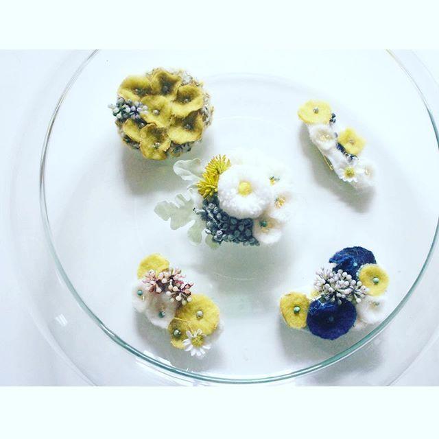 春のひだまり。 丸いのやら四角いのやら小さいのやら。 @textilefabrics 3/5-3/6 布博in東京 ブローチ博…