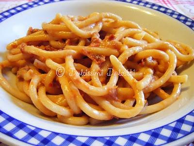 Pici con pesto piccante di pomodorini