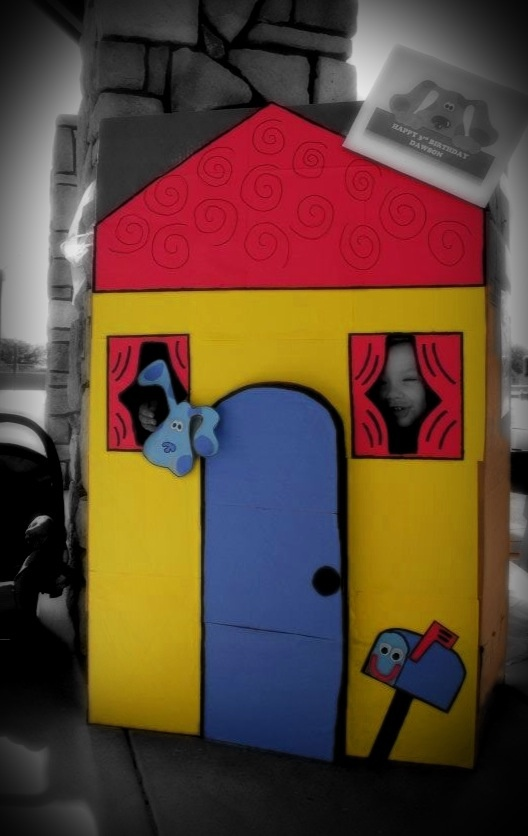 easy play house cardboard box construction paper fat sharpie great for themed birthday. Black Bedroom Furniture Sets. Home Design Ideas
