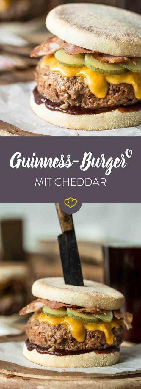 Bei diesem Guinness-Burger mit Cheddar und Bacon steckt das dunkle Bier im Patty und gibt dem Burger eine ganz besonders deftige Note!