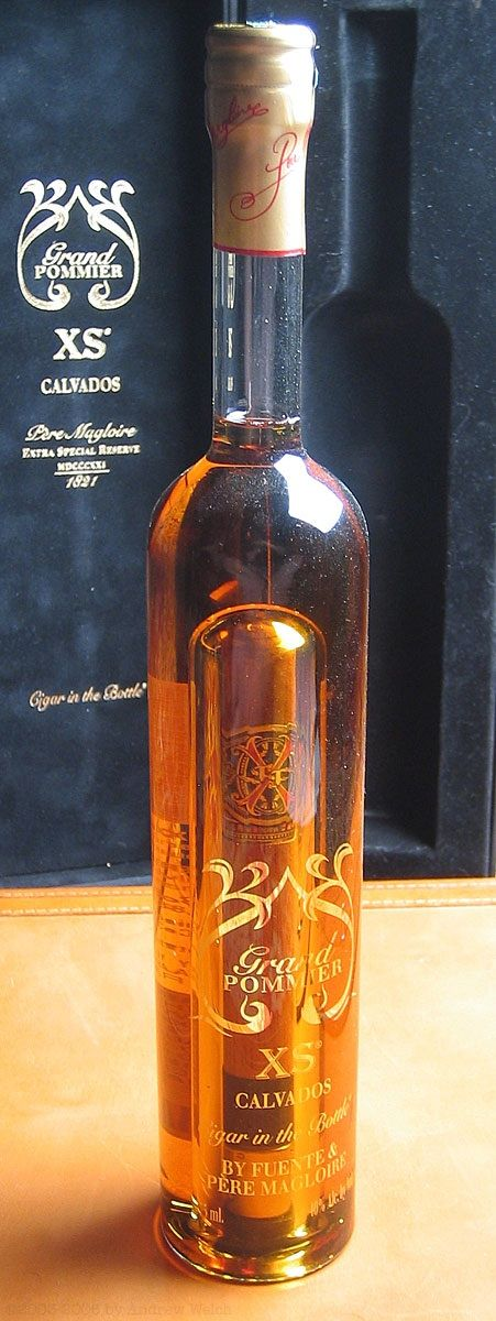 Cigar In A Bottle... Wicked cool! Now, where can I get one?!
