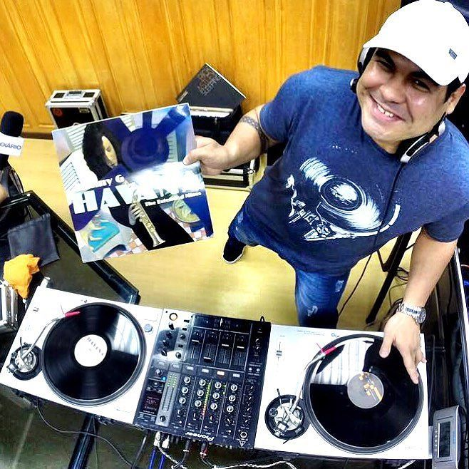 Quer saber.. Vou escutar música!!  #technics #serato #live #radio #HouseMusic #DeepHouse #ProgressiveHouse #IndieDance #NuDisco #EDM #FutureHouse #Ghouse #underground #emusic #2000nexus #djm900nexus #pioneer #turntable #scratch #turntablist #turntablism #nonstopdj #nonstopmusic by djreinaldo_ http://ift.tt/1HNGVsC