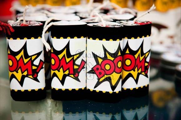 3 chocolates batom da garoto, personalizados.  Temas de super-heróis em geral.   Quantidade mínima: 20 unidades R$ 3,92