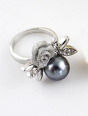 Silver Diamond Flower Pearl Ring US$6.60
