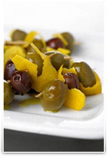 Оливки, маринованные в водке, джине и вермуте