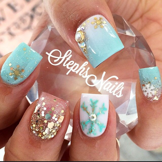 Christmas nails....@_stephsnails_