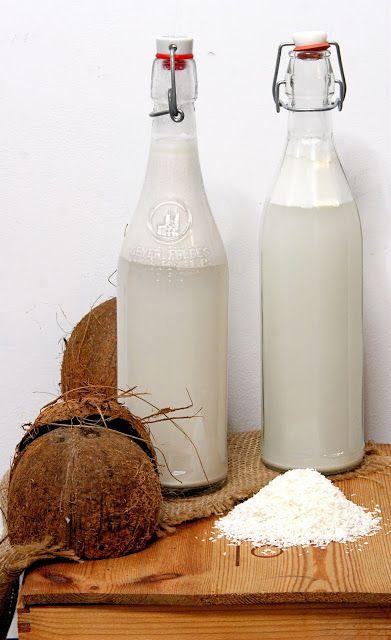 szczypta smaQ: Jak zrobić mleko kokosowe? jak zrobić olej kokosow...