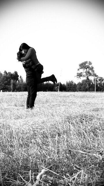 Encantadora fotografia de amor en el campo
