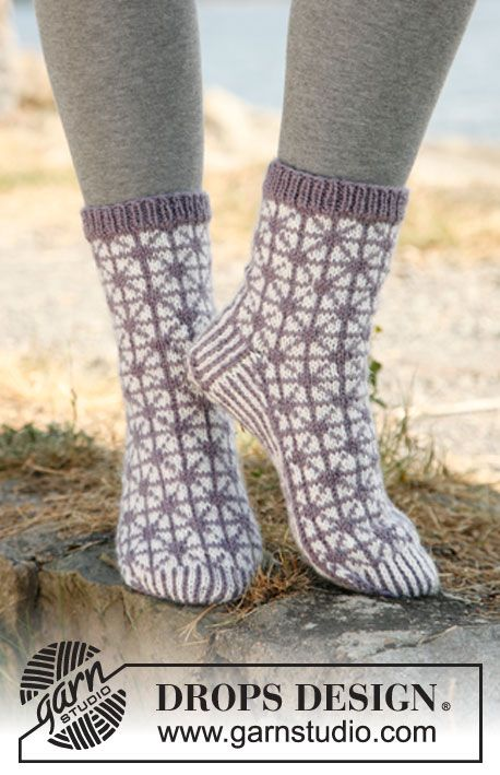 "Knitted DROPS socks with pattern in ""Karisma"". ~ DROPS Design"