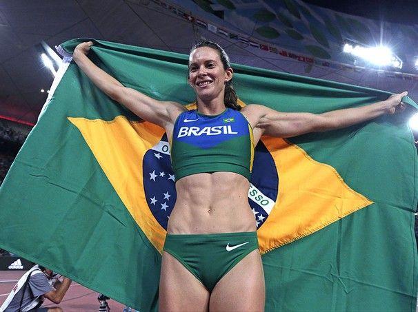 Ao atingir 4,85m, Fabiana Murer conquistou a medalha de prata no salto com vara feminino. É a primeira medalha do Brasil no Mundial de Pequim