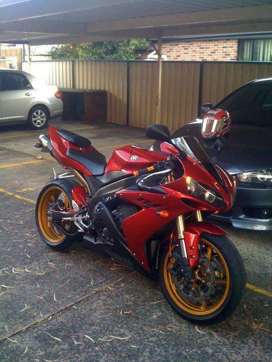 Yamaha R1, my baby