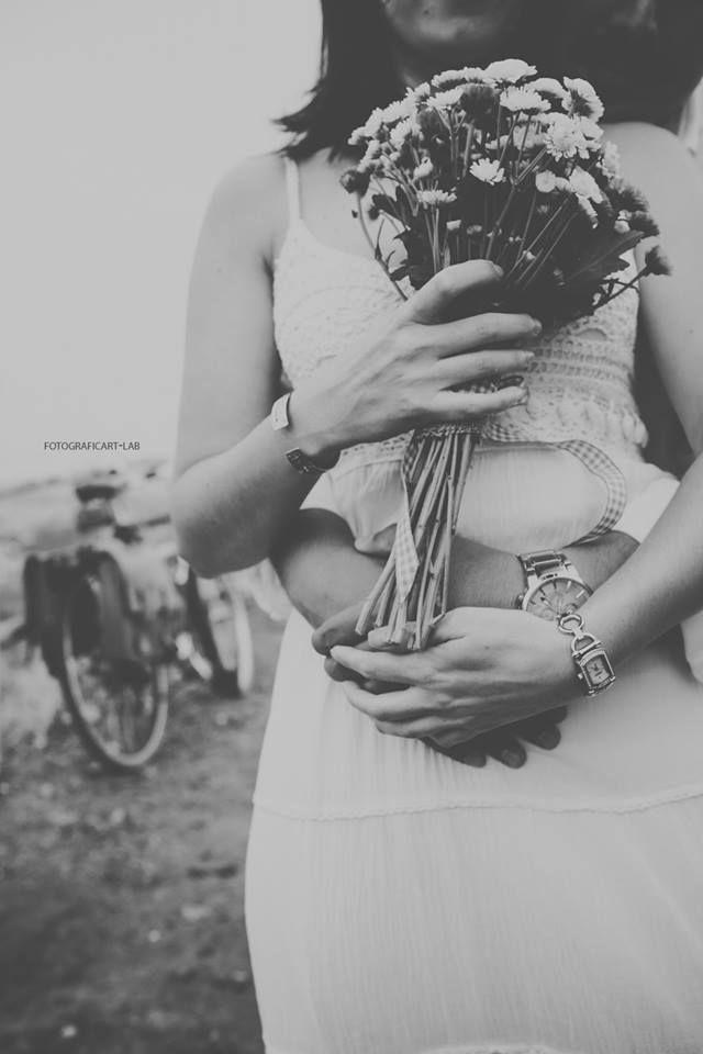 #prewedding #savethedate #ideas #love #amore #prematrimonio #photo #photography #book #foto #matrimonio #coppia #funny #beautiful #fotograficartlab #sicily #people #life #engagements #flowers #fiori #noi #abbraccio #hug #bici