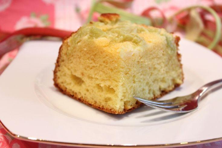 Gâteau au lait concentré et à la rhubarbe
