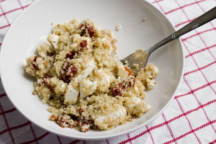 Quinoa met feta en zongedroogde tomaat || quinoa, feta, zongedroogde tomaatjes, citroen, olijfolie