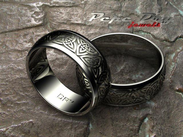 Alianzas de boda en oro blanco con motivo de nudos celtas.