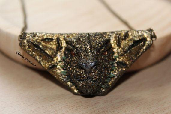 Gold dragon statement necklace Fantasy jewelry Mythical dragon necklace Unique jewelry Dragon sculpture Polymer clay por Seasonoftheflowers