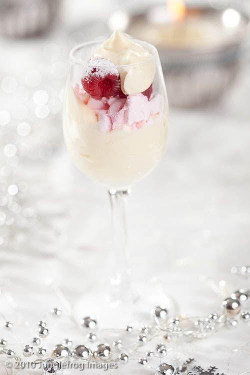 Als je nog op het laatste moment een kerst dessert nodig hebt, dat je letterlijk vijf minuten tijd kost om te maken en er toch prachtig uitziet... Gevonden!